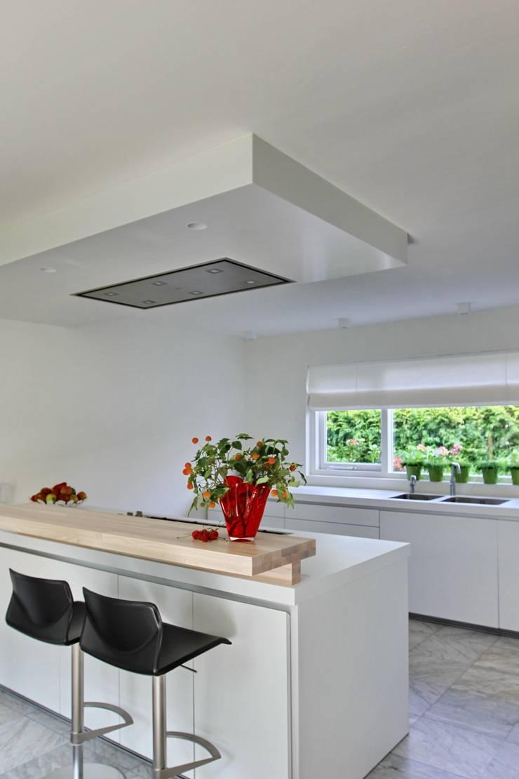 Cuisine de style  par Leonardus interieurarchitect, Moderne