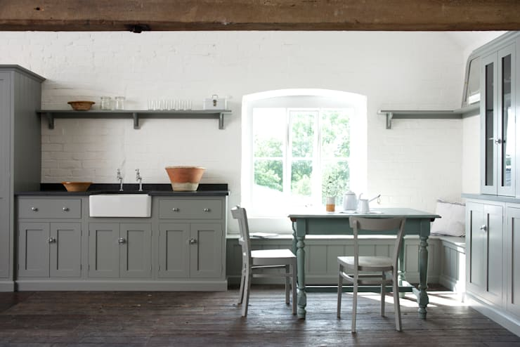 The Loft Shaker Kitchen by deVOL : rustic Kitchen by deVOL Kitchens