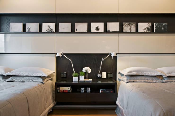 Projekty,  Sypialnia zaprojektowane przez João Carlos Moreira Filho & Maria Thereza Terence