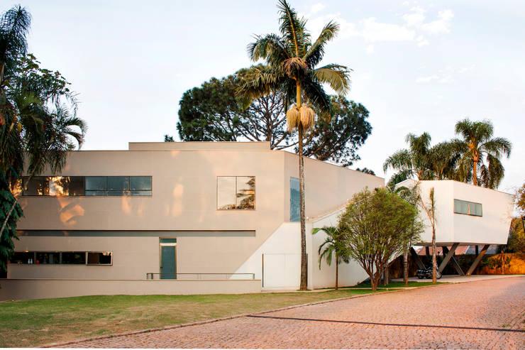 Casas de estilo  por SAA_SHIEH ARQUITETOS ASSOCIADOS