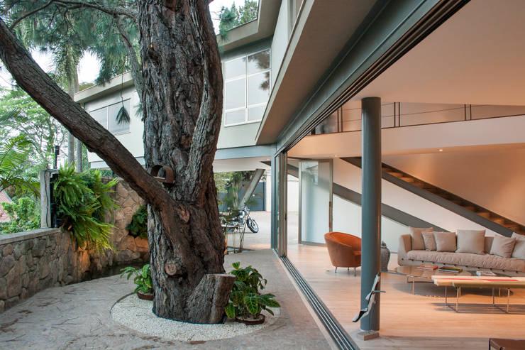Houses by SAA_SHIEH ARQUITETOS ASSOCIADOS