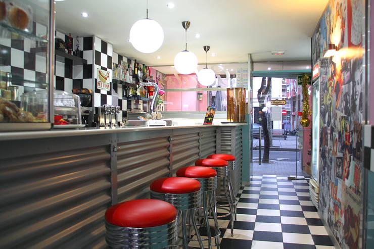 DINNER PICNIC.BARCELONA: Locales gastronómicos de estilo  de INTERTECH ESPACIO CREATIVO
