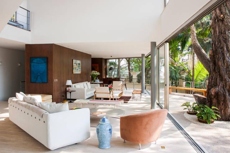 غرفة المعيشة تنفيذ SAA_SHIEH ARQUITETOS ASSOCIADOS