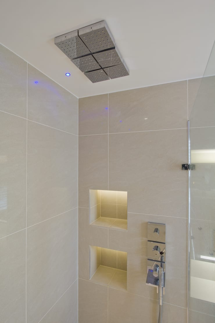 Shower room:  Bathroom by DDWH Architects
