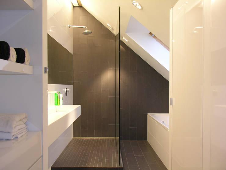 Badkamer na verbouwing:   door Leonardus interieurarchitect