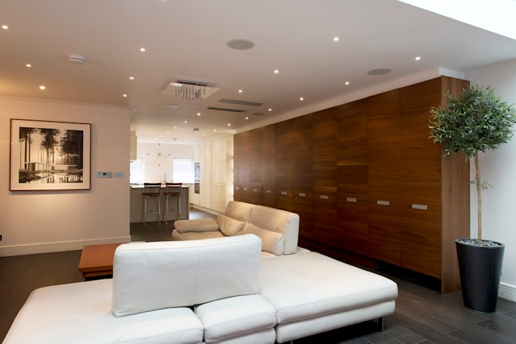 St John's Wood Town House:  Living room by DDWH Architects
