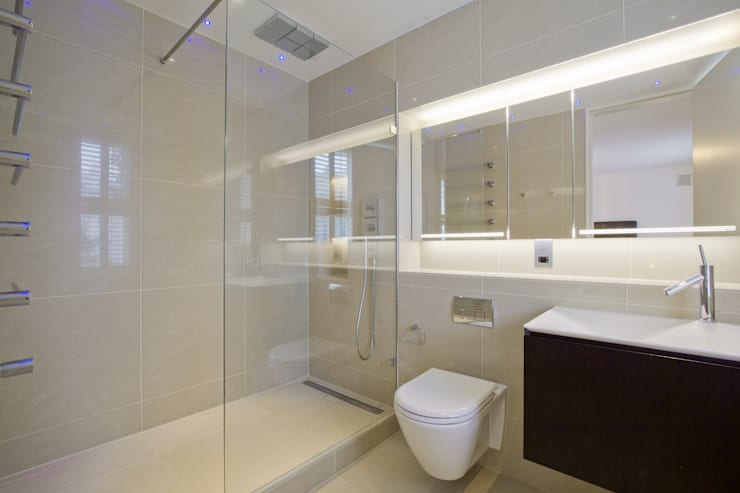 En Suite bathroom:  Bathroom by DDWH Architects