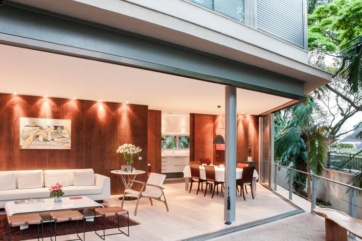 Casa Offset: Salas de jantar modernas por SAA_SHIEH ARQUITETOS ASSOCIADOS