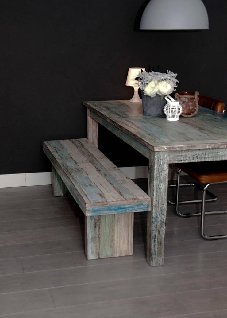 Woonhuis, houten vloer:  Woonkamer door Zilva Vloeren