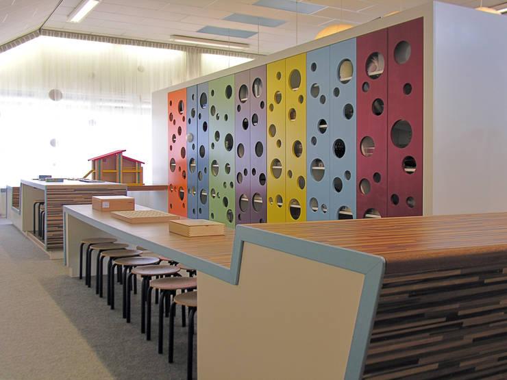 Ontdekruimte met speelkast:  Scholen door Leonardus interieurarchitect