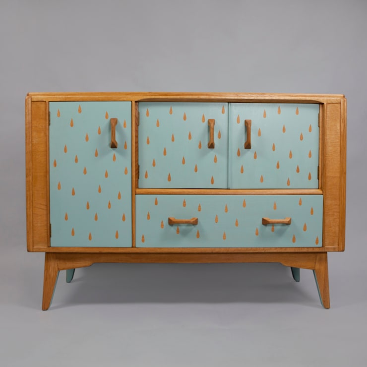 Rainy Day Sideboard:  Living room by Humblesticks