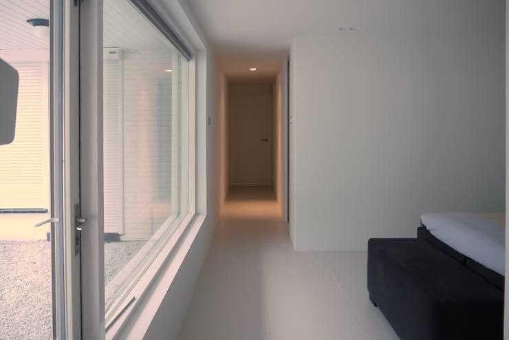 Slaapkamer - Inloopkast:  Slaapkamer door Leonardus interieurarchitect