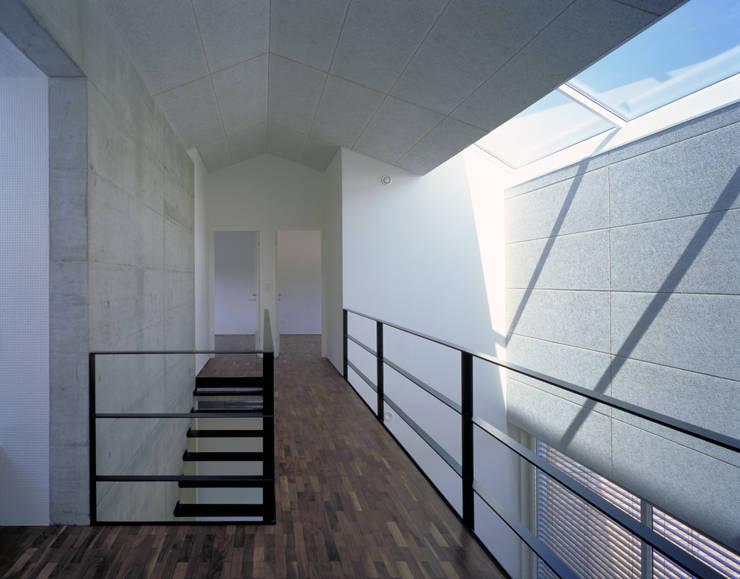 Wohnhaus H:  Flur & Diele von Matthias Maurer Architekten
