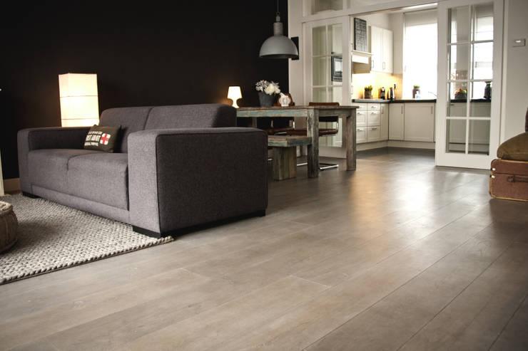 Woonhuis, houten vloer:  Eetkamer door Zilva Vloeren