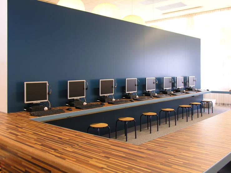 Computerruimte:  Scholen door Leonardus interieurarchitect