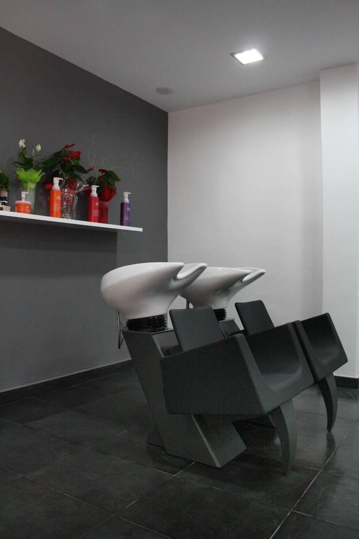 PELUQUERÍA YOLANDA OTERO. BARCELONA.: Oficinas y Tiendas de estilo  de INTERTECH ESPACIO CREATIVO