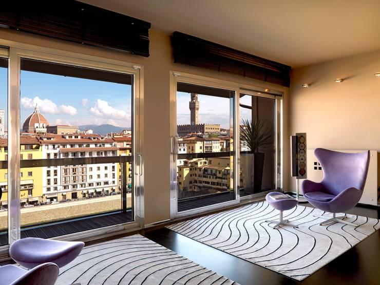 Attico sui Lungarni a Firenze: Soggiorno in stile in stile Moderno di Antonio Lionetti Home Design