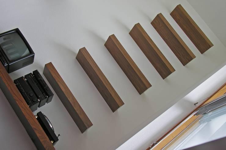 Schappen - Vide Moderne woonkamers van Leonardus interieurarchitect Modern