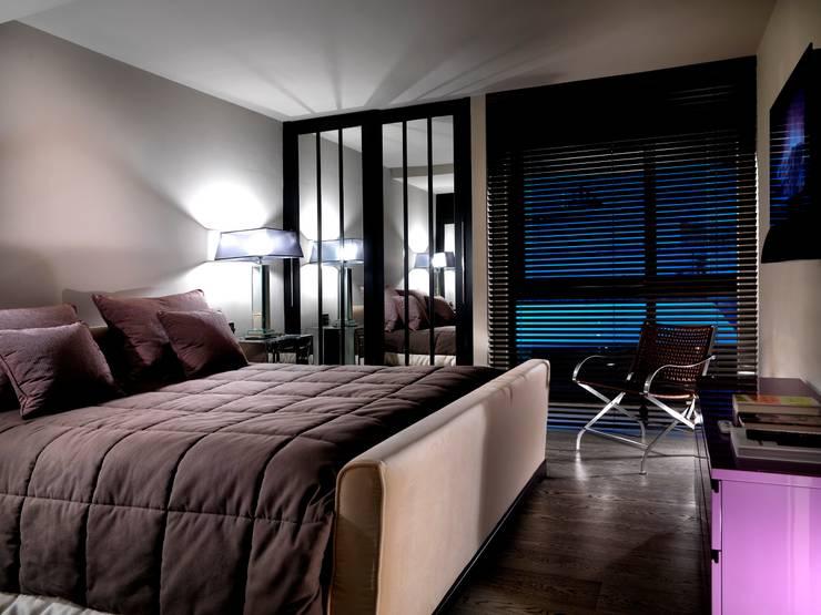 Attico sui Lungarni a Firenze: Camera da letto in stile  di Antonio Lionetti Home Design