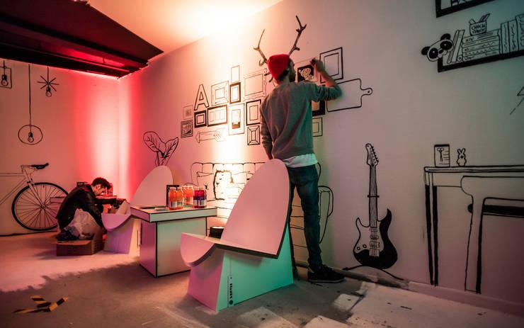 Centros de exhibiciones de estilo  por Stange Design