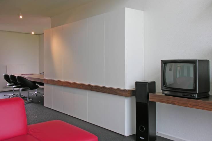 Wandmeubel - Eettafel Moderne woonkamers van Leonardus interieurarchitect Modern