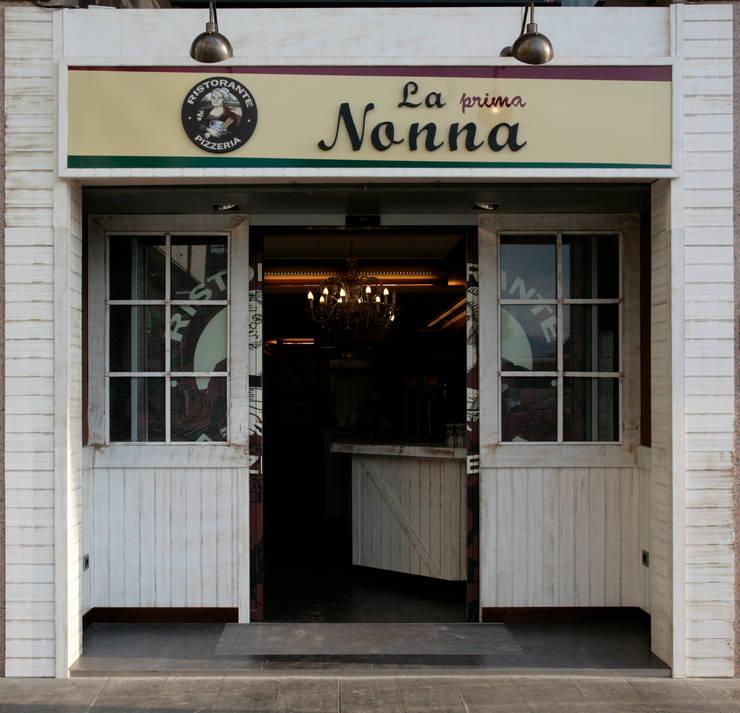 PIZZERIA LA NONNA. BALAGUER.LLEIDA: Locales gastronómicos de estilo  de INTERTECH ESPACIO CREATIVO