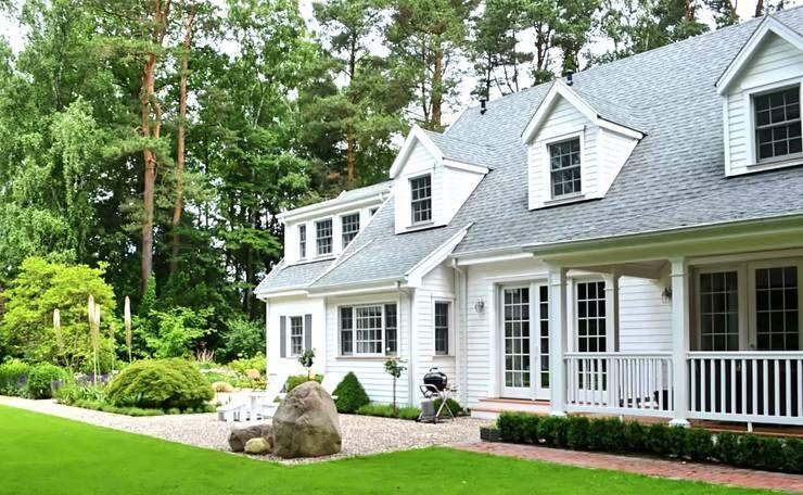 MARK ASTON by TWH Gartenansicht:  Häuser von THE WHITE HOUSE american dream homes gmbh
