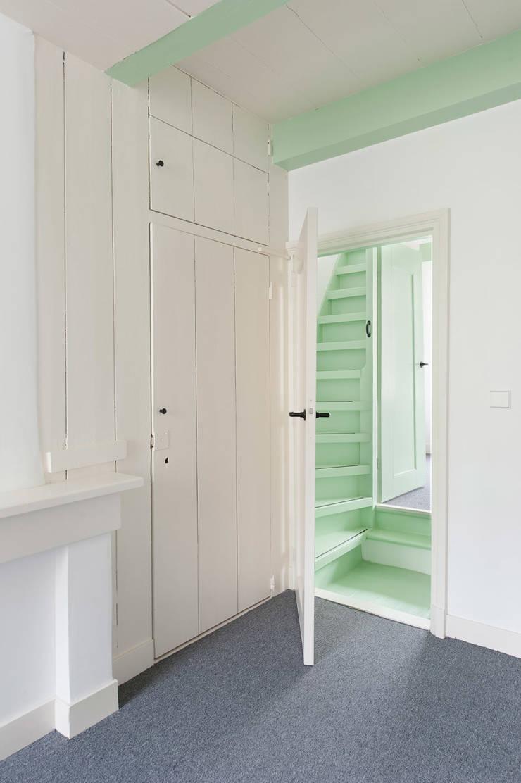 woonkamer - overloop Klassieke woonkamers van Architectenbureau Vroom Klassiek