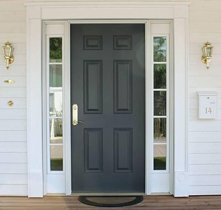 Casas de estilo clásico por THE WHITE HOUSE american dream homes gmbh