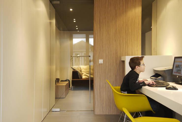 Werkkamer - aanbouw:  Studeerkamer/kantoor door Leonardus interieurarchitect