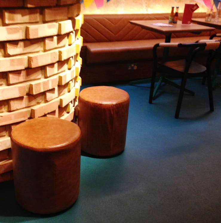 Wahaca,  Bar Area:  Office spaces & stores  by Hillam Furniture