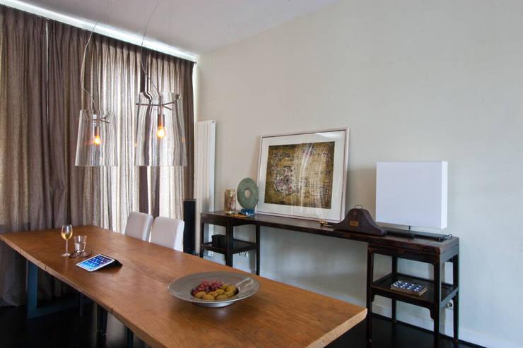 Sala de jantar  por HET LINDEHUYS interieurvormgeving