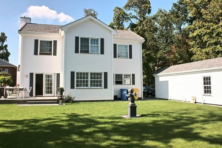 JAMES NR Gartenseite:  Häuser von THE WHITE HOUSE american dream homes gmbh