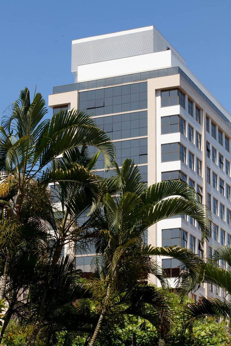 The Office Avenida: Espaços comerciais  por Mantovani e Rita Arquitetura