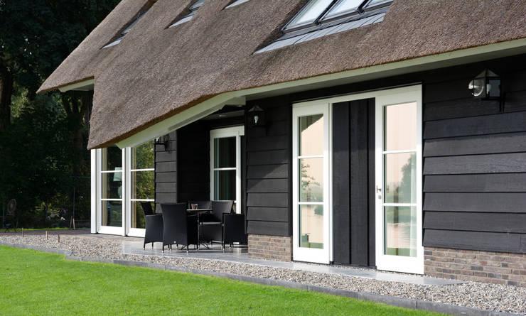 Landelijk wonen in Soest 005:  Huizen door Building Design Architectuur