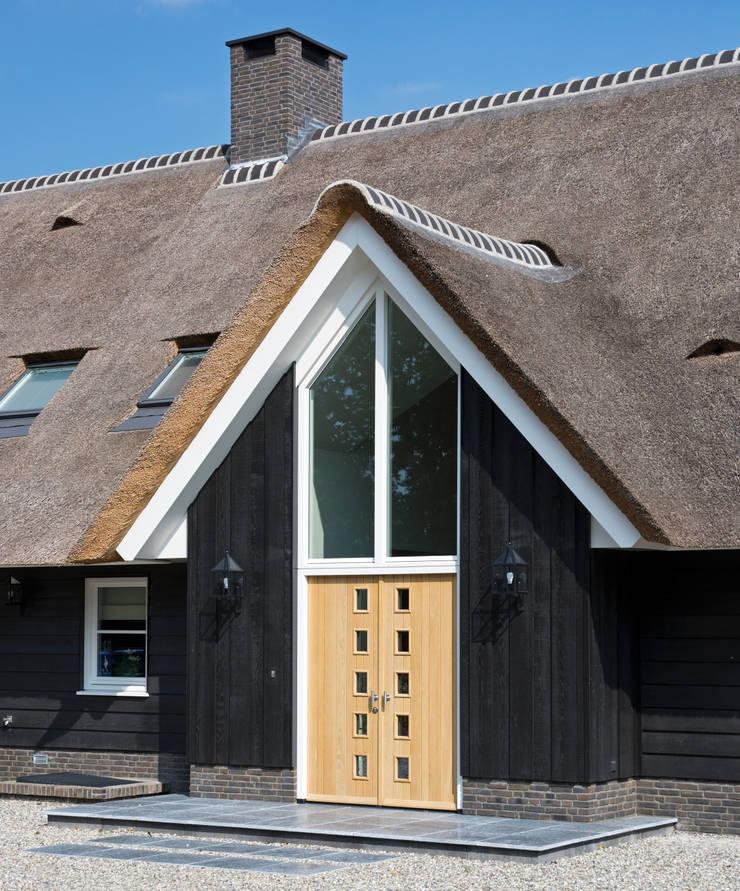 Landelijk wonen in Soest 004:  Huizen door Building Design Architectuur