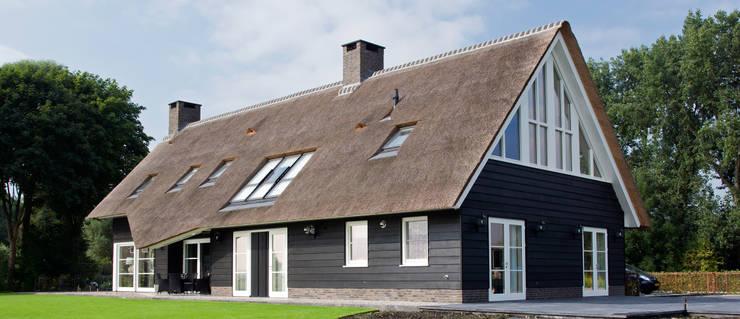 Landelijk wonen in Soest 006:  Huizen door Building Design Architectuur