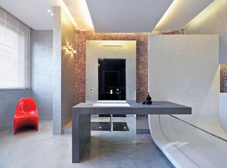 Casa Albega: Bagno in stile in stile Moderno di  INO PIAZZA studio