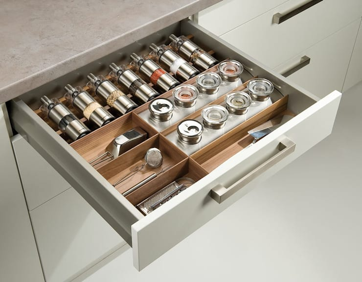 Spice Organisation: modern Kitchen by Urban Myth
