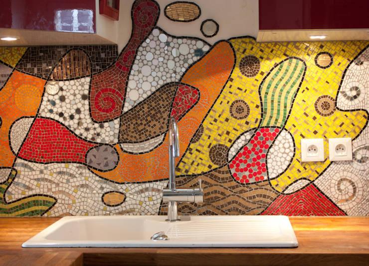 Fresque en mosaïque: Cuisine de style de style eclectique par atelier lilikpó