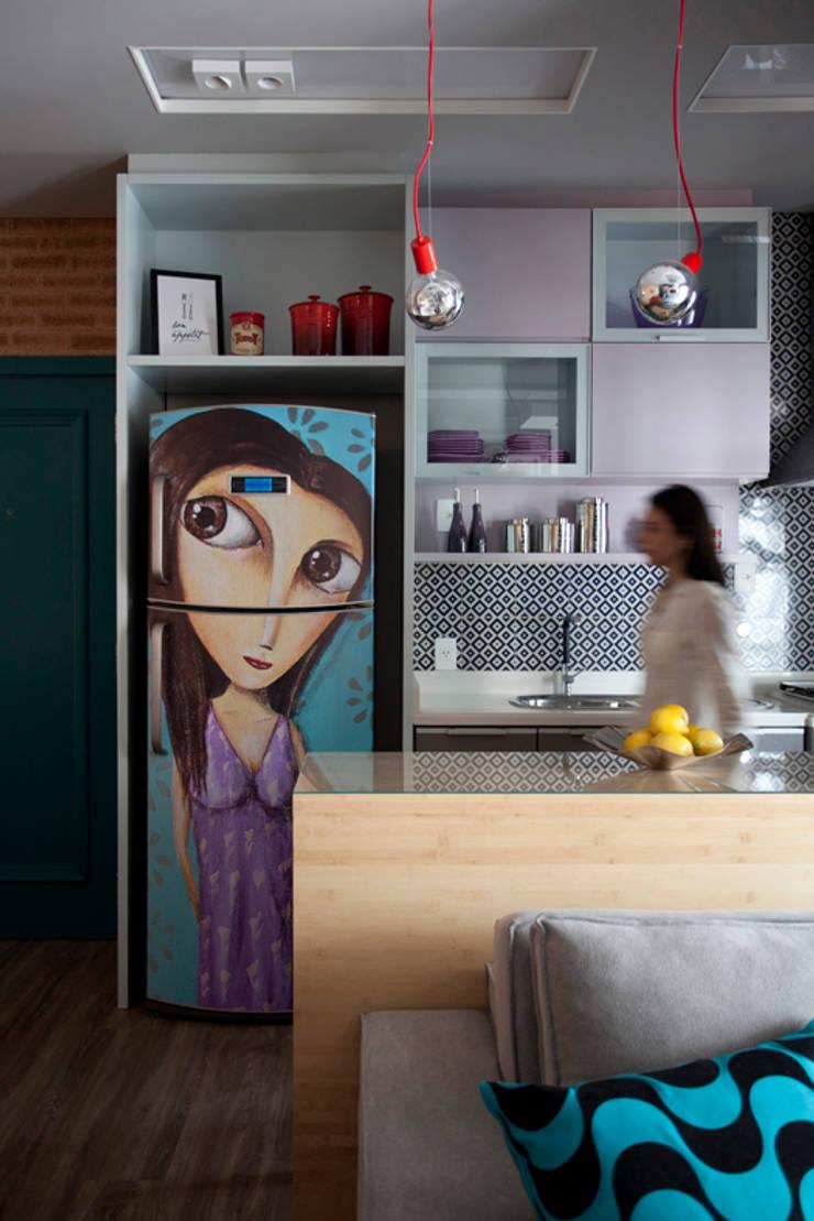 Loft 402: Cozinhas  por Juliana Pippi Arquitetura & Design
