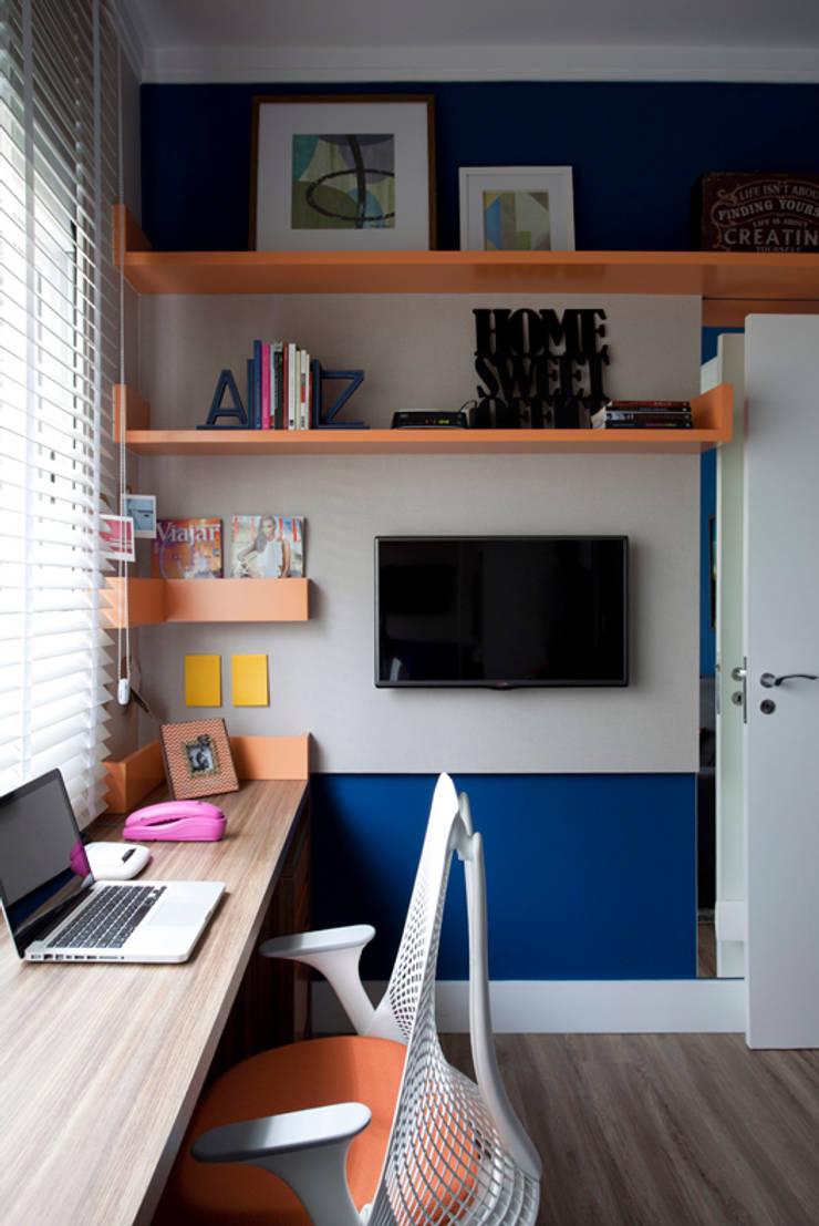 Loft 402: Escritórios  por Juliana Pippi Arquitetura & Design