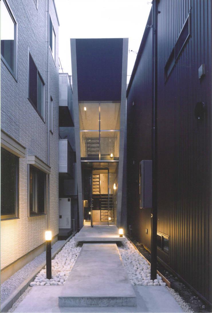 T型敷地の狭小住宅: スタジオ4設計が手掛けた家です。,モダン