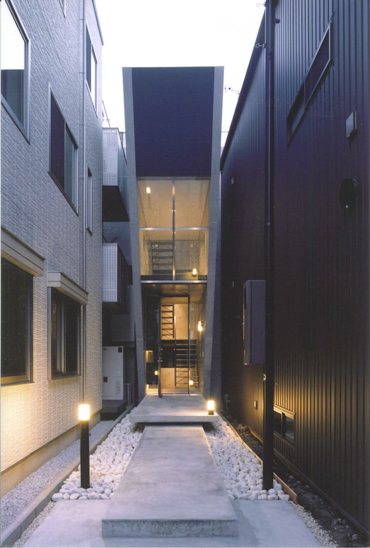 T型敷地の狭小住宅: スタジオ4設計が手掛けた家です。