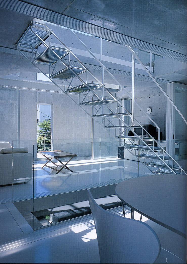 旗竿敷地の鉄筋コンクリートの家: スタジオ4設計が手掛けたダイニングです。