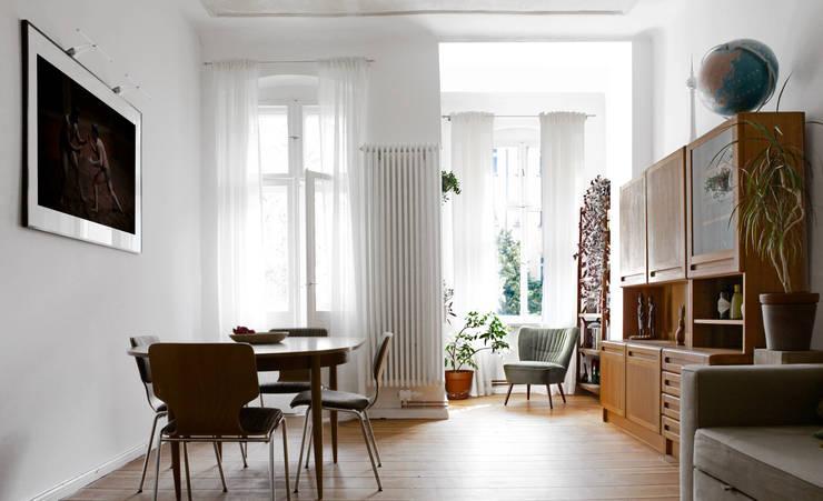 Wohnzimmer von RARE Office