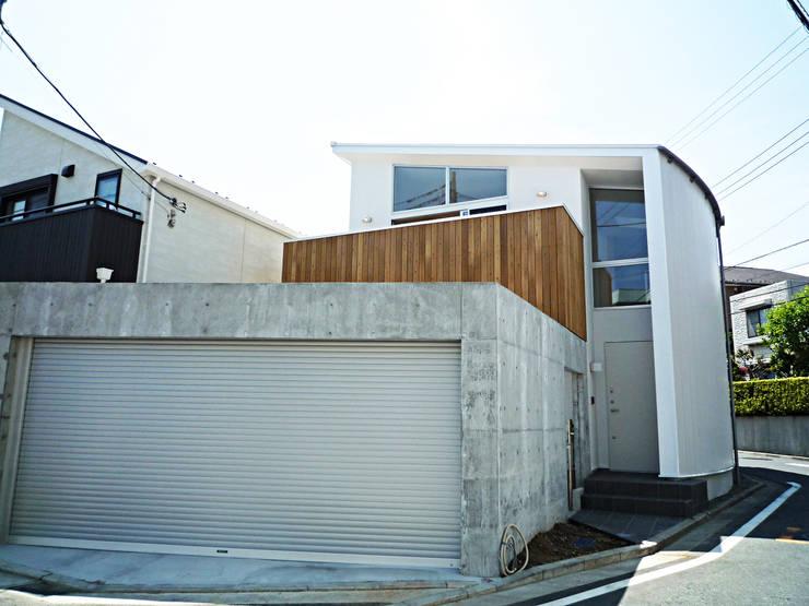 開放的なリビングのある家: スタジオ4設計が手掛けた家です。