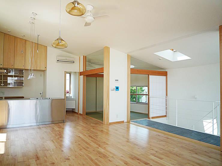 開放的なリビングのある家: スタジオ4設計が手掛けたリビングです。