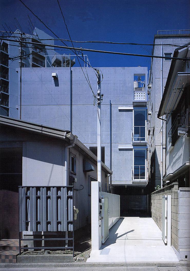 旗竿敷地の鉄筋コンクリートの家: スタジオ4設計が手掛けた家です。