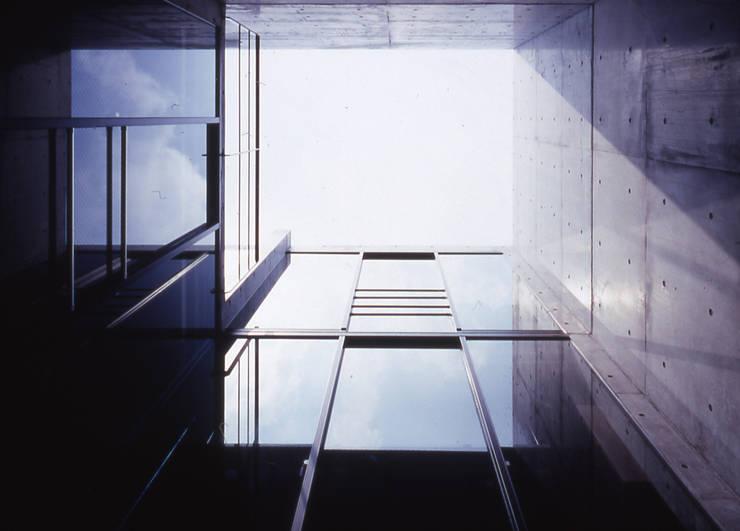 水盤のある家: スタジオ4設計が手掛けた家です。